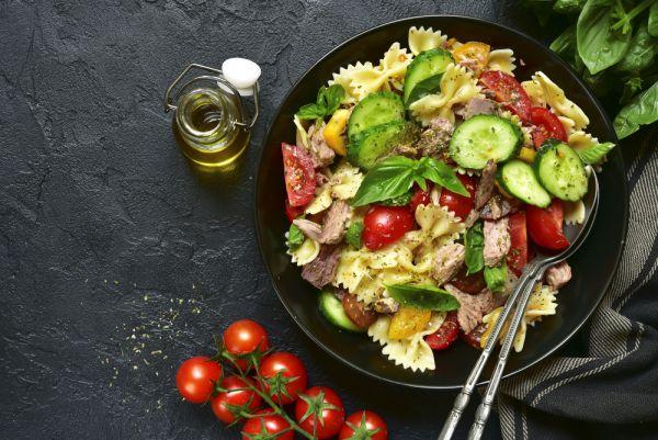 Σαλάτα: Πώς θα τη μετατρέψουμε σε πλήρες γεύμα για την οικογένεια | imommy.gr