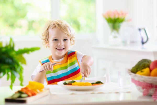 Τι πρέπει να περιλαμβάνει η διατροφή του παιδιού; | imommy.gr