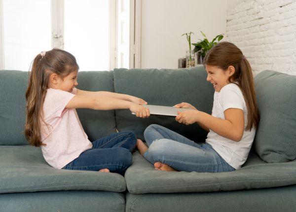 Αδέλφια: Μα γιατί μαλώνουν συνεχώς; | imommy.gr