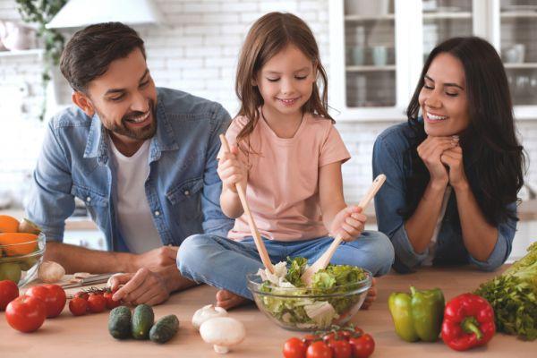 Πέντε βήματα για να βελτιώσετε τη διατροφή της οικογένειάς σας | imommy.gr
