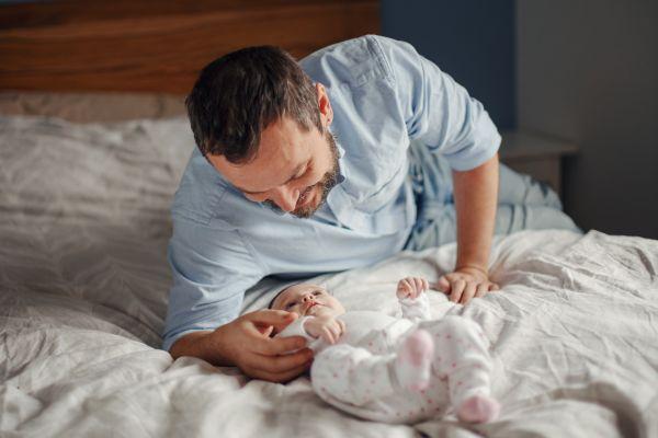 Πώς μπορεί ο μπαμπάς να βοηθήσει το μωρό να μάθει; | imommy.gr