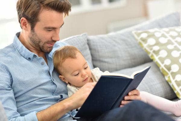 Πότε και πώς να διαβάσω στο μωρό; | imommy.gr