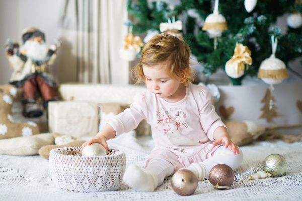 Πώς θα κρατήσετε το παιδί μακριά από τον χριστουγεννιάτικο στολισμό;   imommy.gr
