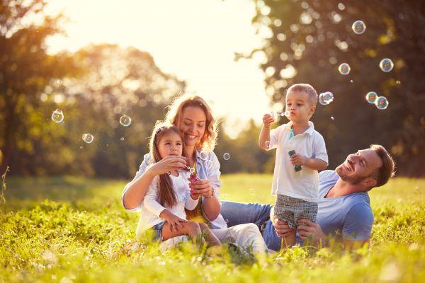Μεγαλώνουμε παιδιά γεμάτα αισιοδοξία | imommy.gr