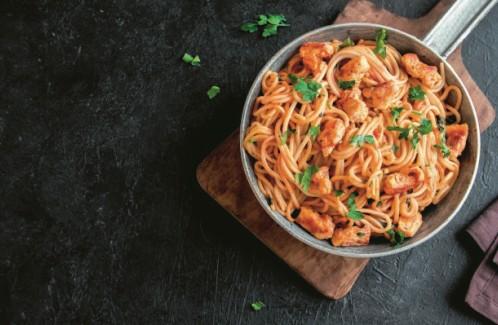 Σπαγγέτι με φιλετάκια κοτόπουλου για το οικογενειακό τραπέζι | imommy.gr