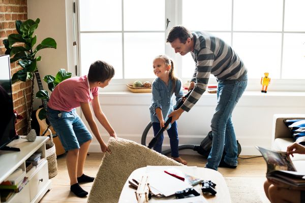 Γιατί το καθάρισμα ενισχύει την ανάπτυξη του παιδιού;   imommy.gr