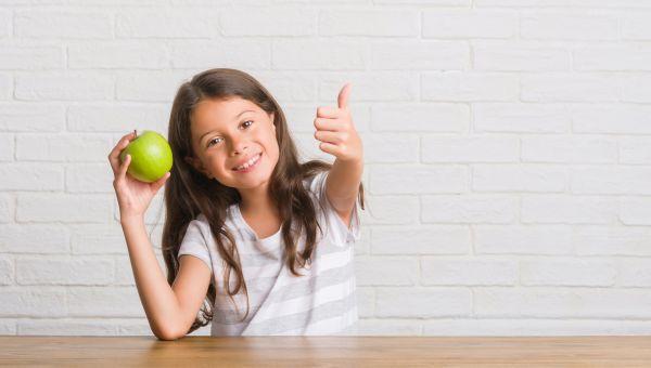 Μήπως το παιδί δεν τρώει αρκετά φρούτα; | imommy.gr
