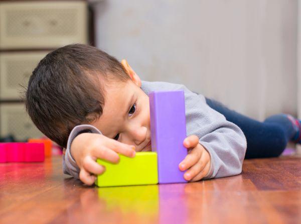 Πώς είναι να μεγαλώνεις παιδί με αυτισμό   imommy.gr