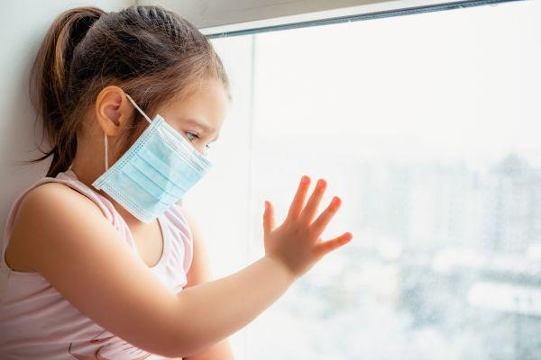 Μάσκα: Πώς η υγρασία στο εσωτερικό σώζει από τον κοροναϊό | imommy.gr