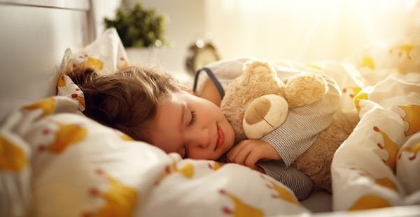 Πώς θα βοηθήσετε το παιδί να κοιμάται καλύτερα | imommy.gr