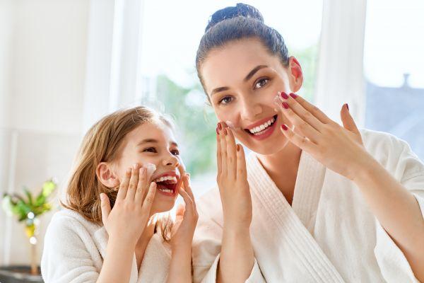 Beauty routine: Πόση ποσότητα πρέπει να εφαρμόζουμε από κάθε καλλυντικό | imommy.gr