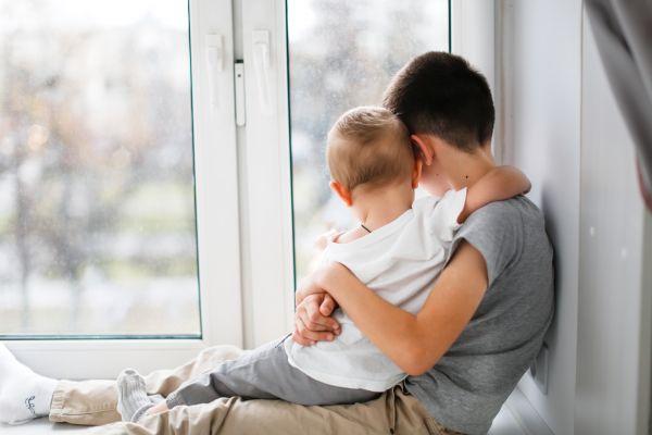 Παιδί: Πώς θα το προετοιμάσετε για να καλωσορίσει το αδερφάκι του | imommy.gr