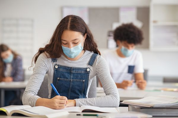 Σχολεία: Τηλεκπαίδευση από Πέμπτη – Τι θα ισχύσει με τις απουσίες | imommy.gr