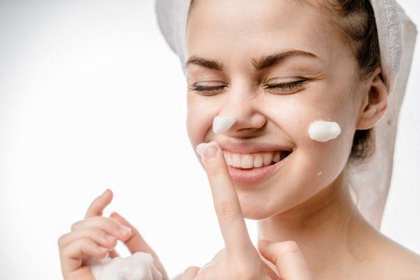 Η περιποίηση της μαμάς: Συνήθειες για υπέροχο δέρμα και στην καραντίνα   imommy.gr