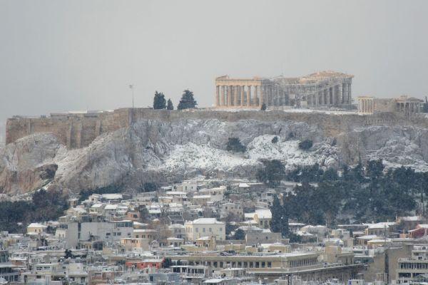 Απίστευτες εικόνες της χιονισμένης Αθήνας από ψηλά | imommy.gr