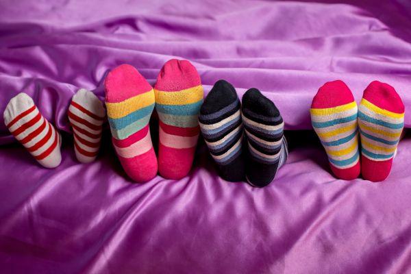 Είναι καλό να κοιμόμαστε με κάλτσες; | imommy.gr