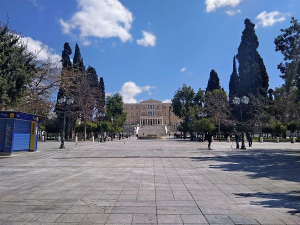 Lockdown: Αυστηρά μέτρα με περιορισμούς στα SMS | imommy.gr