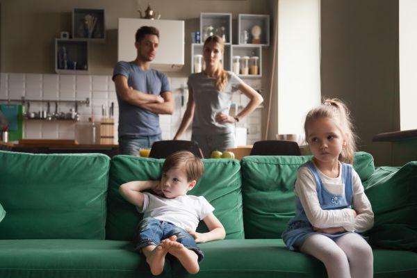 Πώς να διαφωνείτε σωστά μπροστά στα παιδιά | imommy.gr