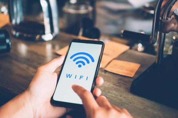 Internet: Γιατί κολλάει το Wi-Fi και πώς να το διορθώσετε | imommy.gr