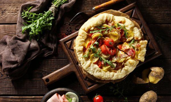Γαλλική galette με τυρί, κρεμμύδι, πατάτες και θυμάρι | imommy.gr