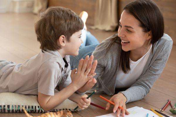 Βοηθήστε το παιδί να αναπτύξει τις κοινωνικές του δεξιότητες | imommy.gr