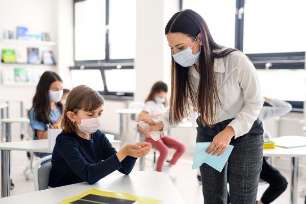 Σχολεία – λιανεμπόριο: Ο παράγοντας για να ανοίξουν | imommy.gr