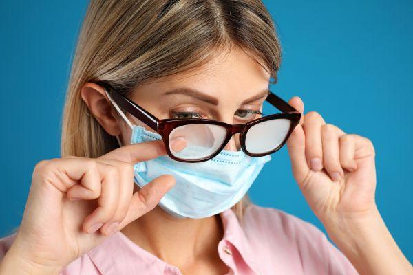 Μάσκα: Έξι τρόποι για να μην θολώνουν τα γυαλιά   imommy.gr