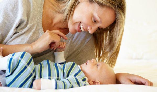 Πώς θα ενθαρρύνετε το μωρό σας να γελάσει | imommy.gr