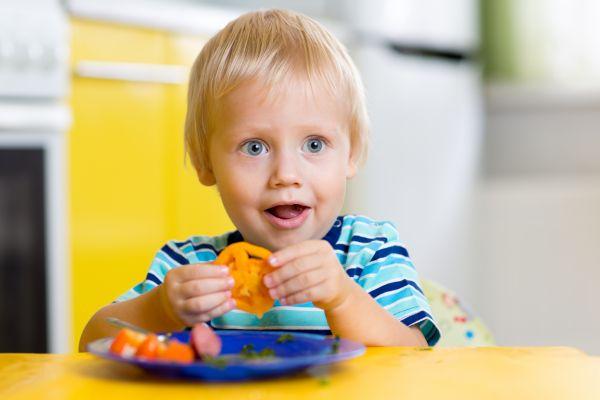 Πόσο πρέπει να τρώνε τα νήπια; | imommy.gr