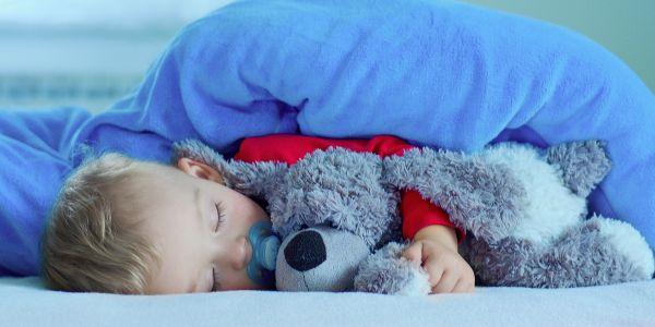 Ύπνος: Πώς συνδέεται η έλλειψη του με την φτώχεια και την παχυσαρκία | imommy.gr