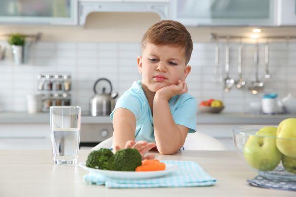Ετσι θα πείσετε το παιδί να δοκιμάσει νέα φαγητά | imommy.gr