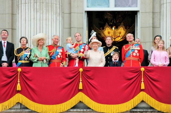 Ποιος θα αποφασίζει για το μέλλον της βασιλικής οικογένειας; | imommy.gr
