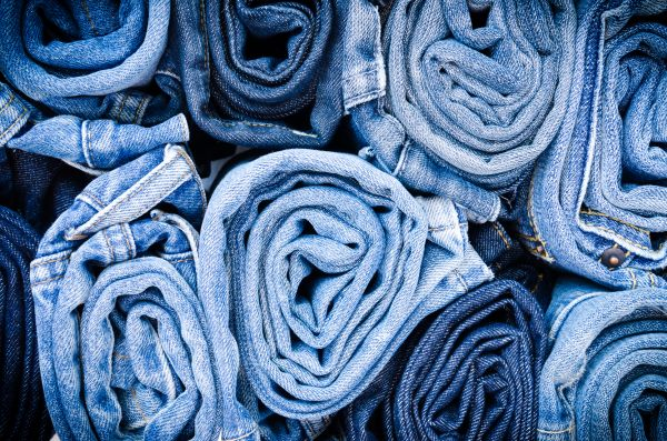 Η νέα τάση στα jeans είναι η tie dye | imommy.gr
