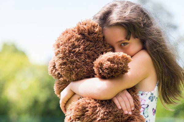 Πώς θα βοηθήσετε το ντροπαλό παιδί σας | imommy.gr