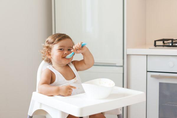 Είναι έτοιμο το παιδί να φάει μόνο του; | imommy.gr