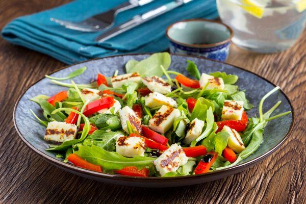 Θρεπτική σαλάτα με χαλούμι | imommy.gr