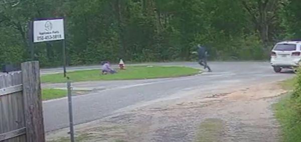 Συγκλονιστικό βίντεο με 11χρονη ηρωίδα που γλιτώνει από τον επίδοξο απαγωγέα της   imommy.gr