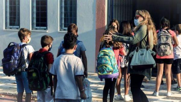 Self tests στα σχολεία: Τι αλλάζει στη διανομή τους | imommy.gr