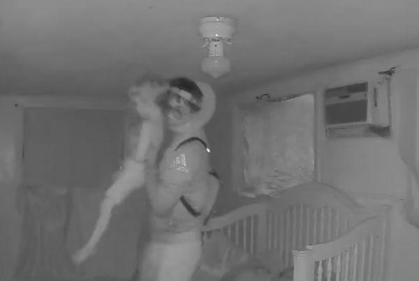Ο εφιάλτης κάθε γονιού: Η στιγμή που απαγωγέας αρπάζει παιδάκι από την κούνια του – Βίντεο σοκ | imommy.gr