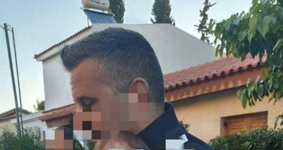 Γλυκά Νερά – Εικόνα γροθιά στο στομάχι: Το 11 μηνών μωρό στην αγκαλιά του αστυνομικού μετά το έγκλημα   imommy.gr