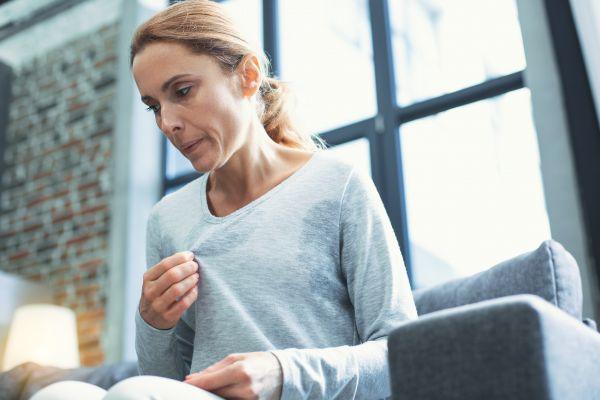 Πώς θα ανακουφιστούμε από τα συμπτώματα της εμμηνόπαυσης;   imommy.gr