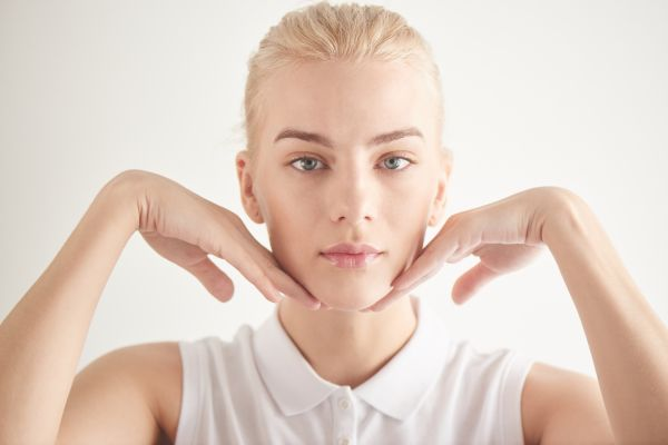Face yoga για λαμπερό πρόσωπο   imommy.gr