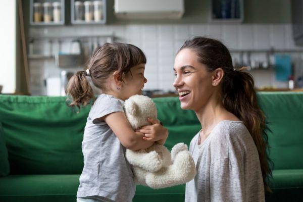 Πώς θα ενισχύσετε τη γλωσσική ανάπτυξη του νηπίου | imommy.gr