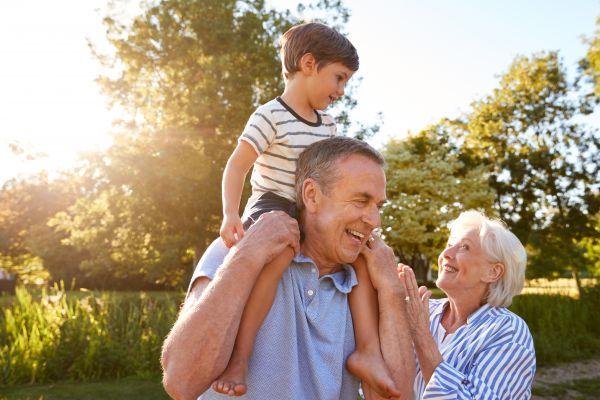Παππούς και γιαγιά: Οι πολλοί τρόποι που βοηθούν τα παιδιά   imommy.gr