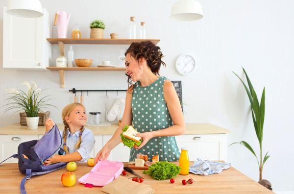 Τι πρέπει να περιλαμβάνει το δεκατιανό του παιδιού; | imommy.gr