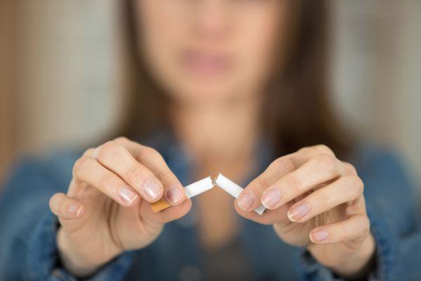 Η πανδημία του κοροναϊού «πάγωσε» τη διακοπή καπνίσματος | imommy.gr