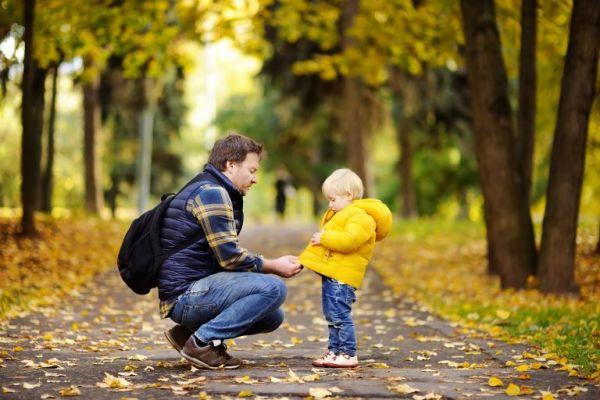 Βοηθήστε το παιδί να μάθει να ντύνεται μόνο του | imommy.gr