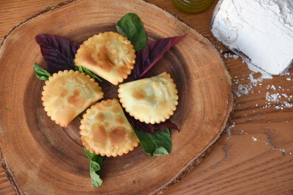 Κρητικά καλτσούνια και σφακιανές πίτες   imommy.gr