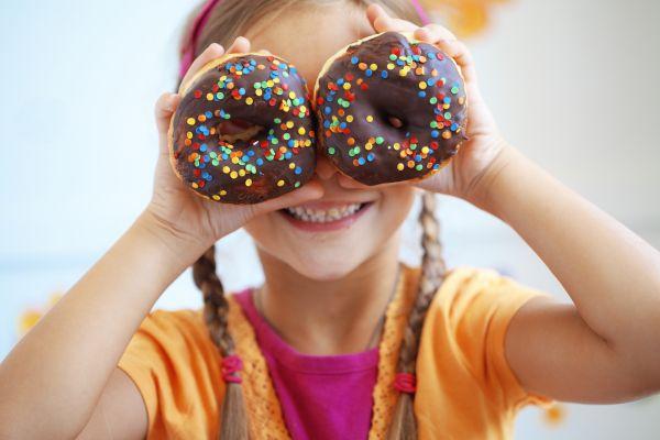 Οταν το παιδί θέλει να τρώει συνέχεια γλυκά   imommy.gr