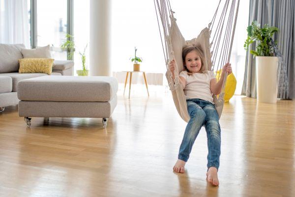 Κούνια στο σαλόνι που θα λατρέψουν τα παιδιά | imommy.gr